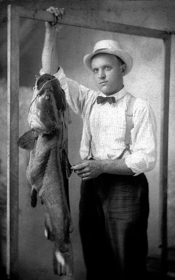 man-hugecatfish120-2